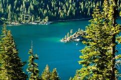 Baia verde smeraldo, Lake Tahoe immagini stock libere da diritti