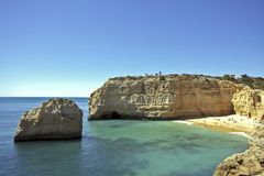 Baia vicino a Armacao de Pera nel Algarve in Portuga Fotografia Stock Libera da Diritti