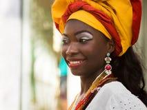 Baiana, brasilianische Frau gekleidet in der traditionellen Kleidung Stockfoto