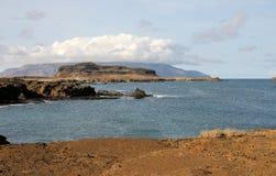 Baie, île et nuages photo libre de droits