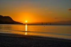 Baie Beau Vallon - playa del para?so en la isla Mahe - costa hermosa de Seychelles foto de archivo libre de regalías