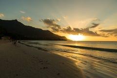 Baie Beau Vallon - playa del para?so en la isla Mahe - costa hermosa de Seychelles fotografía de archivo libre de regalías