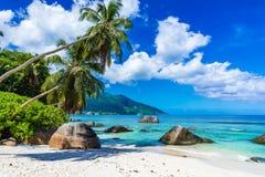 Baie Beau Vallon - playa del para?so en la isla Mahe - costa hermosa de Seychelles fotografía de archivo