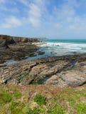 Baie côtière rocheuse de Newtrain de scène les Cornouailles du nord près de Padstow et de Newquay image stock