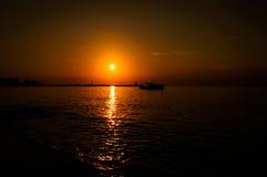 Baie calme de coucher du soleil Image libre de droits