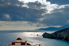 Baie d'Agios Minas, située dans le nord-est de l'île de Karpathos dans le dodecanese Image stock
