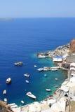 Baie d'Amoudi située au-dessous du village d'Oia dans Santorini, Grèce Photo stock