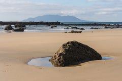 Baie d'ancre avec peu d'île de barrière Photos stock