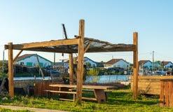 Baie d'Arcachon, France Coucher du soleil sur le port de p?che d'Ares pr?s de Cap Ferret images libres de droits