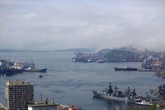 Baie d'or de klaxon dans Vladivostok Photographie stock