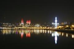 Baie de Bakou, Azerbaïdjan la nuit Image libre de droits