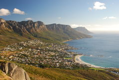 Baie de camps et douze apôtres. Vue de la tête de Lyon. Cape Town, le Cap-Occidental, Afrique du Sud images stock