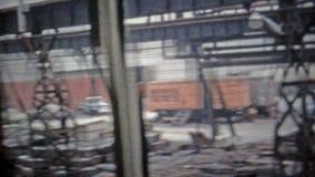 BAIE DE CHESAPEAKE, LE MARYLAND 1966 : Plats faits sur commande de chargement de travailleur dans l'industrie sidérurgique sur de clips vidéos