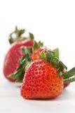 Baie de fraises d'isolement photographie stock libre de droits