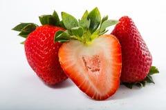 Baie de fraises d'isolement photographie stock