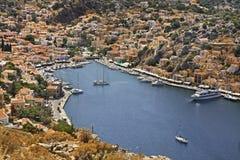 Baie de Gialos en Ano Symi La Grèce Photo libre de droits