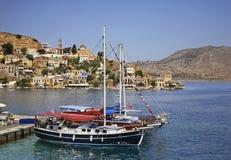 Baie de Gialos en Ano Symi La Grèce Photographie stock