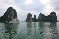 Baie de Halong dans Quangninh, Vietnam Photo stock