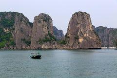 Baie de Halong dans Quangninh, Vietnam Photographie stock