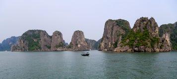 Baie de Halong dans Quangninh, Vietnam Images stock