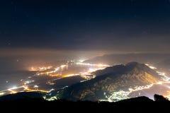 Baie de Kotor la nuit Vue de bâti Lovcen vers le bas vers Kotor Images libres de droits