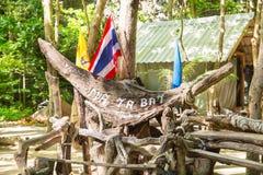 Baie de Maya d'inscription dans la jungle, île de Phi Phi, Thaïlande Photos stock