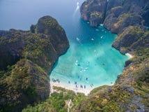 Baie de Maya dans des îles de PhiPhi Photos libres de droits