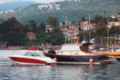 Baie de mer avec des bateaux Photos libres de droits