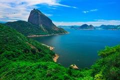 Baie de montagne Sugar Loaf et de Guanabara en Rio de Janeiro Photos libres de droits