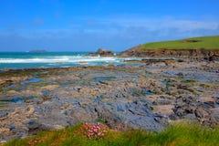 Baie de Newtrain les Cornouailles du nord près de Padstow et de Newquay photo stock