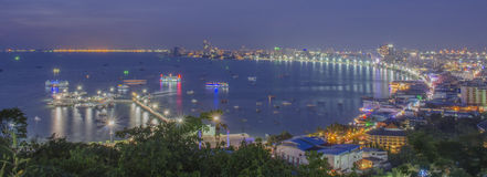 Baie de Pattaya la nuit Photo stock