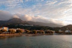 Baie de Plakias dans l'éclat du soleil de matin Image stock
