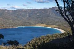 Baie de verre à vin en parc national de Freycinet, Tasmanie photo libre de droits