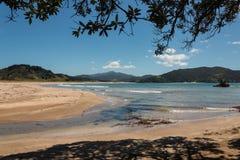 Baie de Waikawau à marée basse photos stock