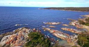 Baie des feux dans la baie de Binalong, Tasmanie clips vidéos