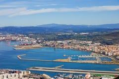 Baie du Gibraltar et ville de Linea de La en Espagne Images libres de droits