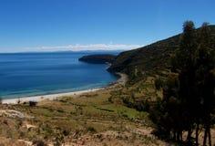 Baie du Lac Titicaca en isla de sol en montagnes de la Bolivie Photographie stock libre de droits
