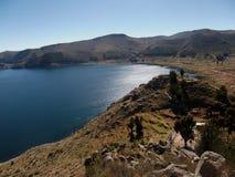 Baie du Lac Titicaca en isla de sol en montagnes de la Bolivie Photographie stock