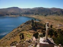 Baie du Lac Titicaca en isla de sol en montagnes de la Bolivie Image libre de droits
