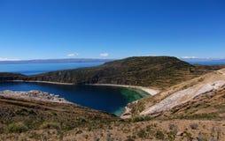Baie du Lac Titicaca en isla de sol en montagnes de la Bolivie Images stock