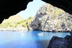 Baie en mer bleue Image libre de droits