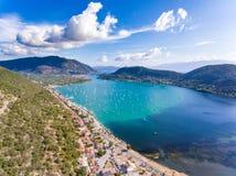 Baie et port de Nidri pour des yachts à Leucade, Grèce Photos stock
