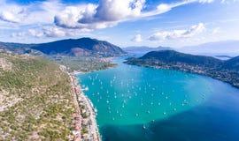 Baie et port de Nidri pour des yachts à Leucade, Grèce Photos libres de droits