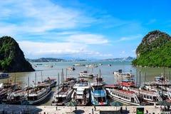 Baie près de Thien Cung Cave compartiment ha Vietnam long Photos libres de droits
