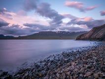 Baie reculée dans un fjord au nord de l'Islande Photographie stock
