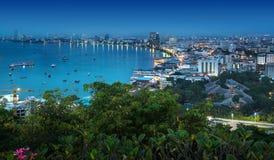 Baie urbaine d'horizon, de Pattaya de ville et plage, Thaïlande. Image stock