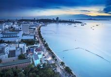 Baie urbaine d'horizon, de Pattaya de ville et plage, Thaïlande Photos libres de droits