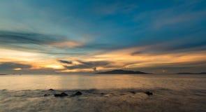 Baie Vietnam de Nha Trang de ciel de lever de soleil Image stock