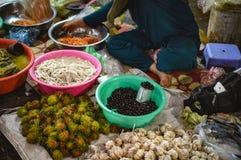 Baies de fruits et magasin de légume images stock