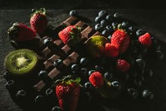Baies et chocolat image stock
